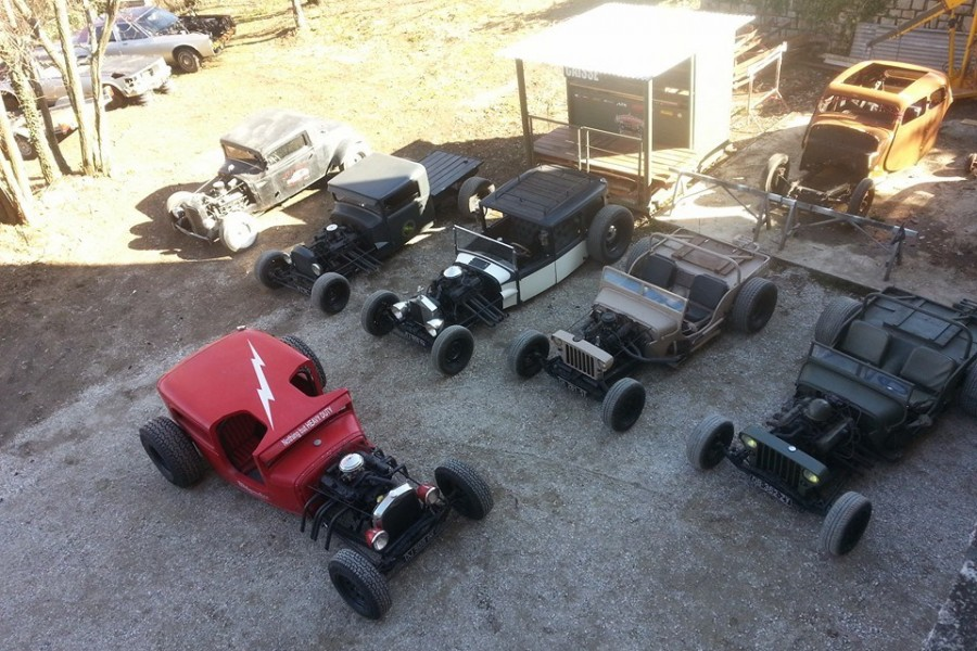 danton-arts-kustoms-willys-jeep-rod-parking